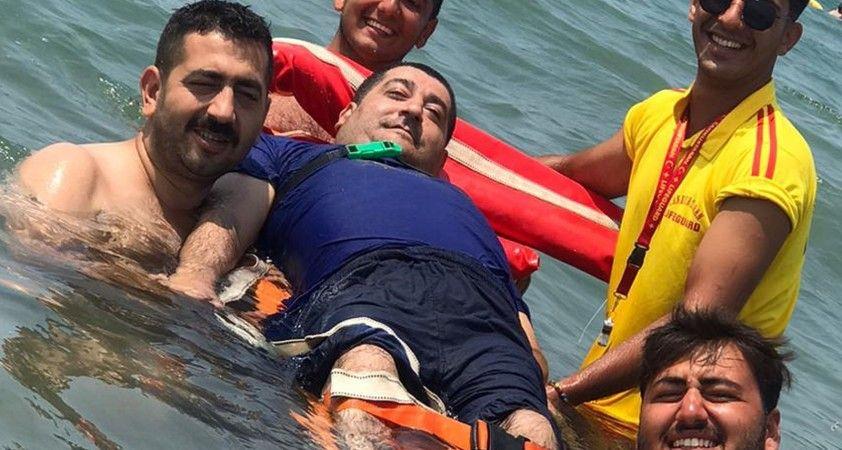 Hayatında ilk kez denize girmenin mutluluğunu yaşadı