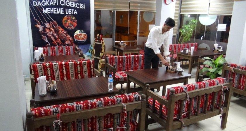 Açılma müjdesini alan kafe ve lokanta işletmecileri sabahı beklemeden hazırlıklara başladı