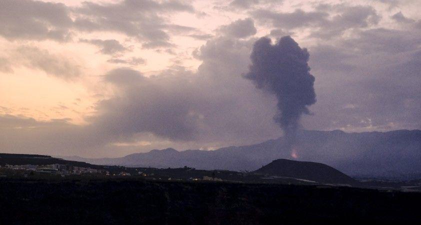 La Palma'daki Cumbre Vieja Yanardağı yeniden lav ve kül püskürtmeye başladı