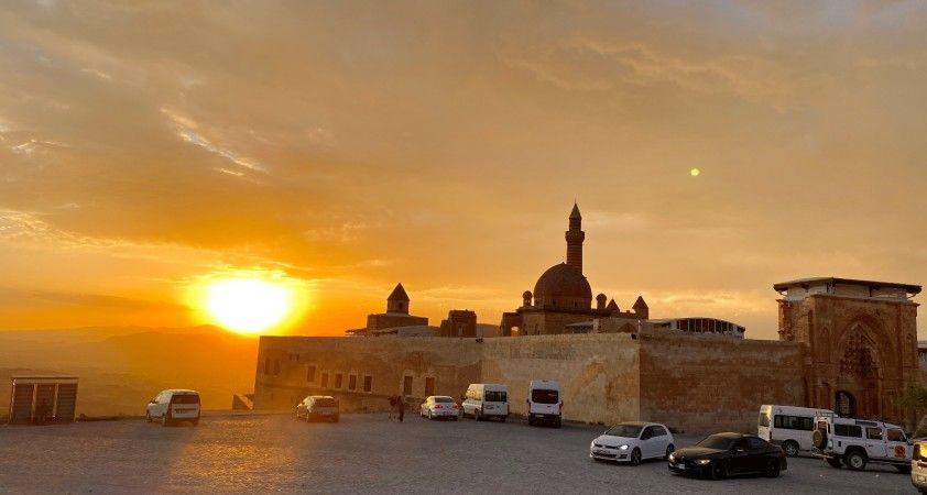 Tarihi İshak Paşa Sarayı'nda eşsiz gün batımı manzarası
