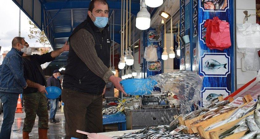 Fırtına balık fiyatlarını arttırdı