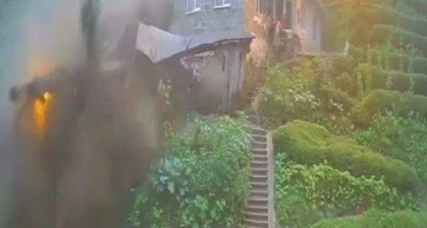 Rize'de sel ve heyelan anı güvenlik kameralarını böyle yansıdı
