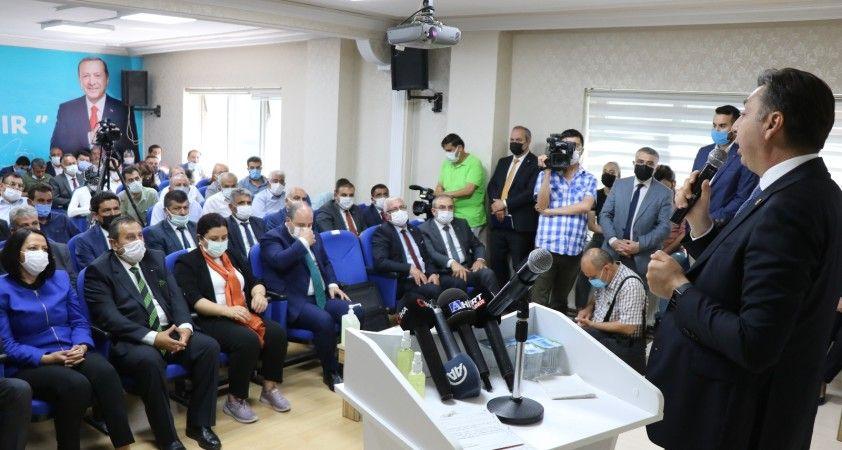 Bakan Varank: Bizim bakanımız müsilaj temizlerken İBB Başkanı Antep'e gitmiş  baklava açıyor