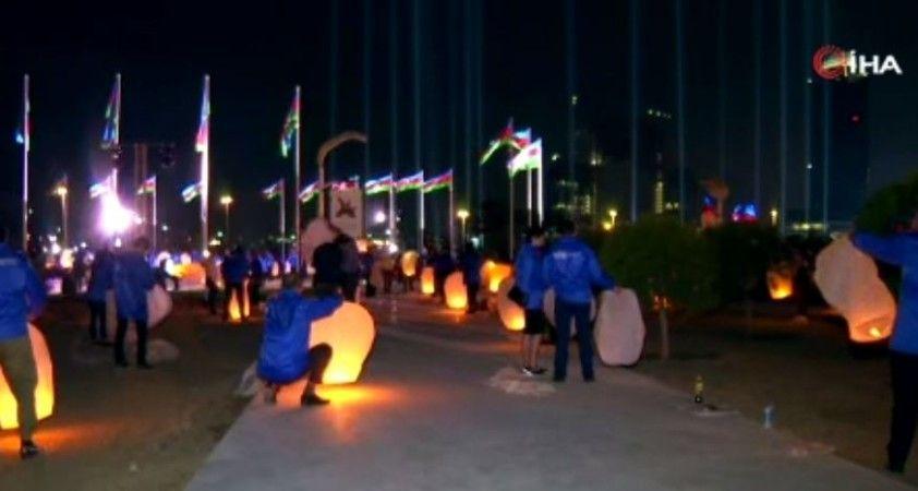 Bakü'de 2. Karabağ Savaşı şehitleri için dilek fenerli anma