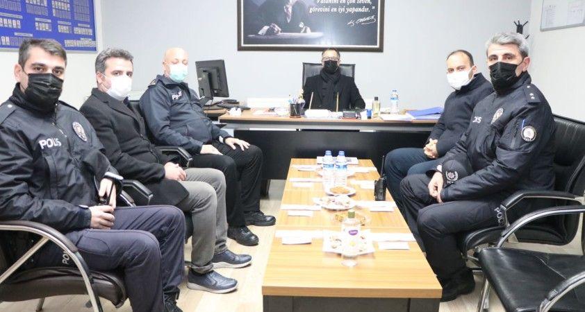 Kaymakam ve Belediye Başkanı Koç, yeni yıla güvenlik güçleri ve sağlık çalışanlarıyla girdi