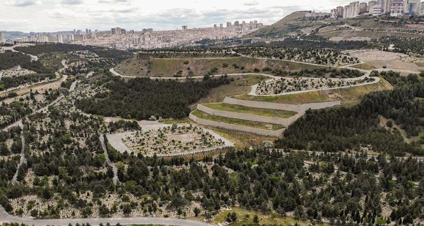 Ramazan Bayramı arifesinde Karşıyaka Mezarlığı sessizliğe büründü