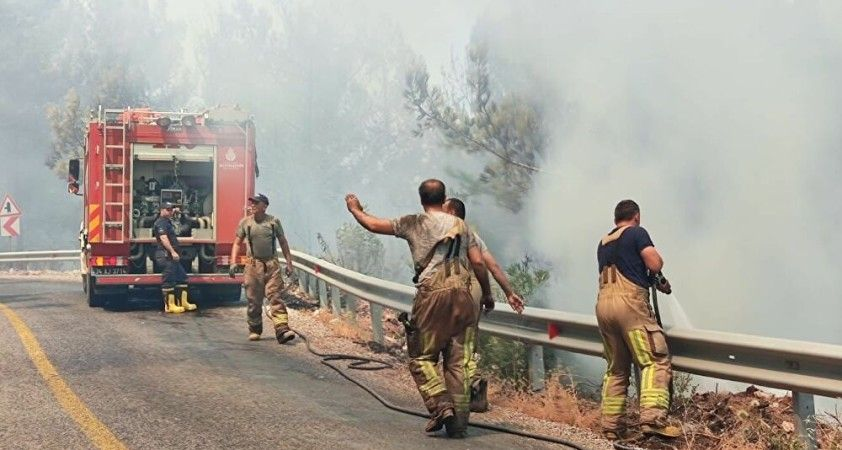 Azerbaycan'ın Türkiye'ye destek için gönderdiği 220 kişilik ekip ve 53 itfaiye aracı yola çıktı
