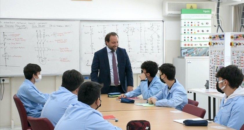 Sanayi kenti Bursa'nın mesleki eğitimi vizyoner projelerle geliştirilecek