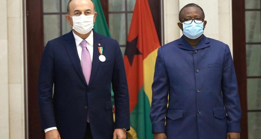 Dışişleri Bakanı Çavuşoğlu'na Gine Bissau Cumhurbaşkanı Embalo tarafından 'Devlet Nişanı' verildi