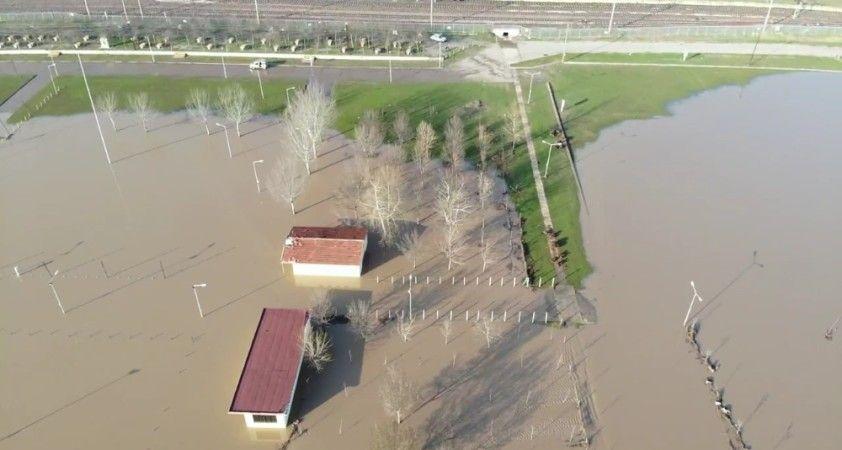 Ergene'de debi arttı: Tarım arazileri sular altında kaldı
