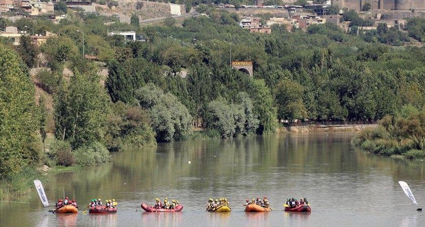 Diyarbakır'da Dicle Nehri'nde rafting heyecanı