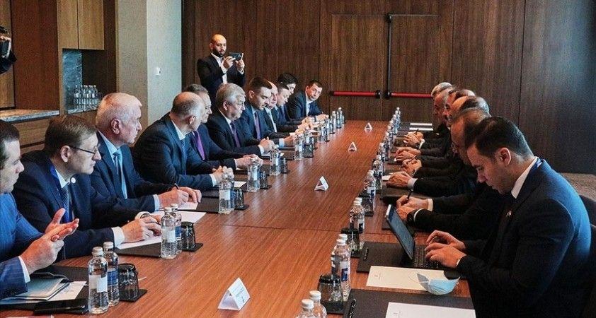 Suriye rejimi ve askeri muhalefet temsilcileri 16. Astana görüşmelerinin ana oturumunda bir araya geldi