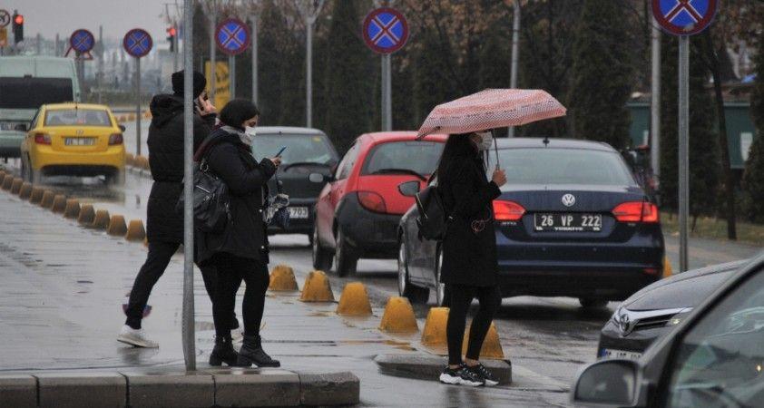 Eskişehir'de beklenen yağmur başladı