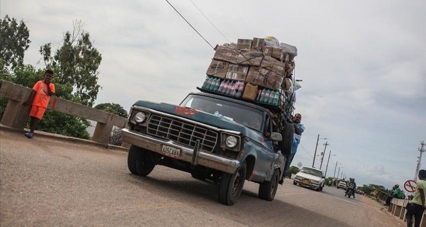 Venezuela, Kolombiya ile sınırların ticaret için yeniden açıldığını duyurdu