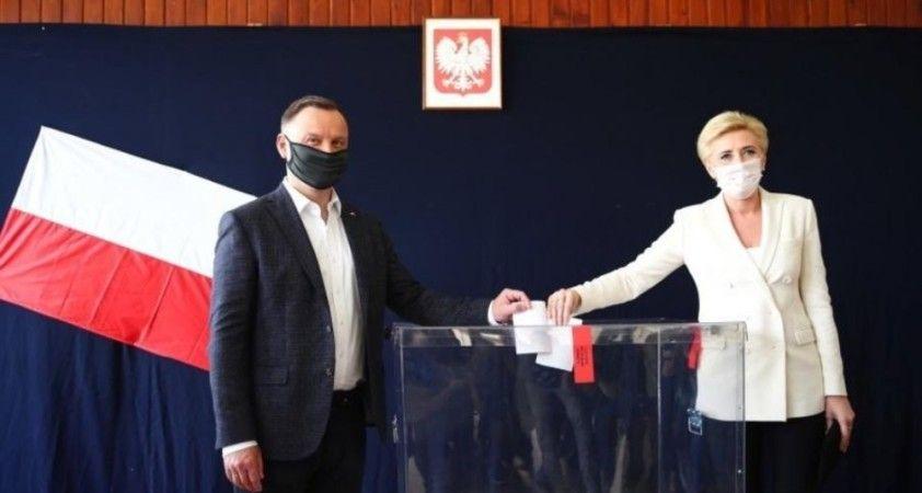 Polonya'da cumhurbaşkanlığı seçimleri ikinci tura kaldı
