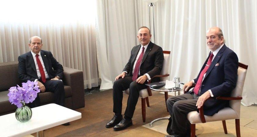 Bakan Çavuşoğlu, CMF Kurucusu ve Onursal Başkanı Büyükelçi Carteron'la görüştü