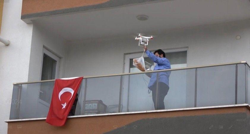 Ekmeğini bakkaldan drone ile aldı