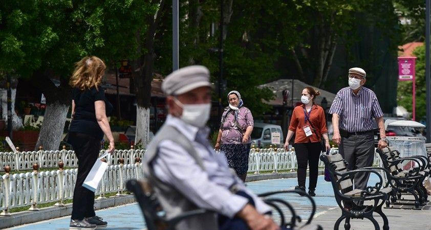 65 yaş ve üstü vatandaşlar İstanbul sokaklarını doldurdu