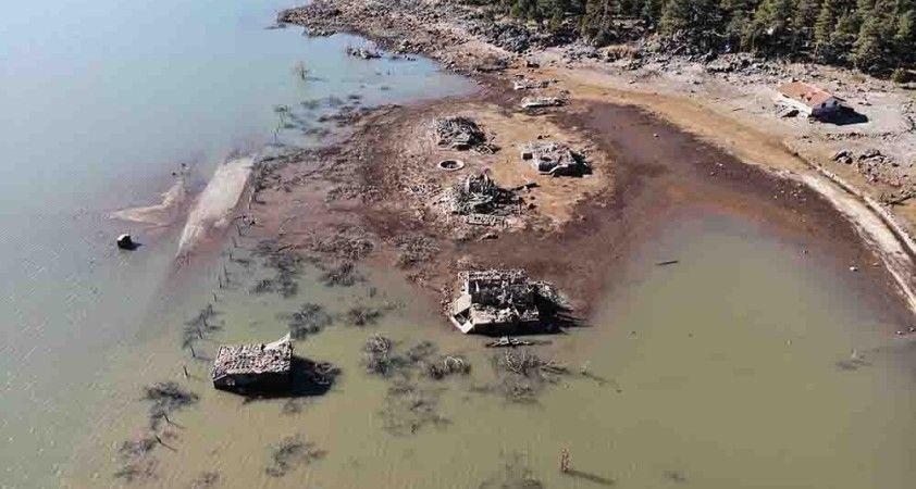 Seben Gölü'nün boşaltılma çalışmalarında eski yapılar gün yüzüne çıktı