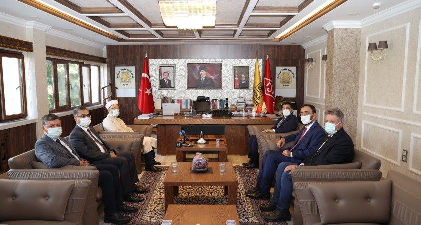 Diyanet İşleri Başkanı Erbaş, Diyarbakır'da ziyaretlerde bulundu