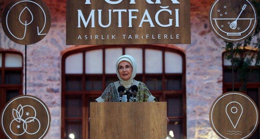 Emine Erdoğan'dan 'Asırlık Tariflerle Türk Mutfağı' kitabının tanıtımına katılanlara teşekkür