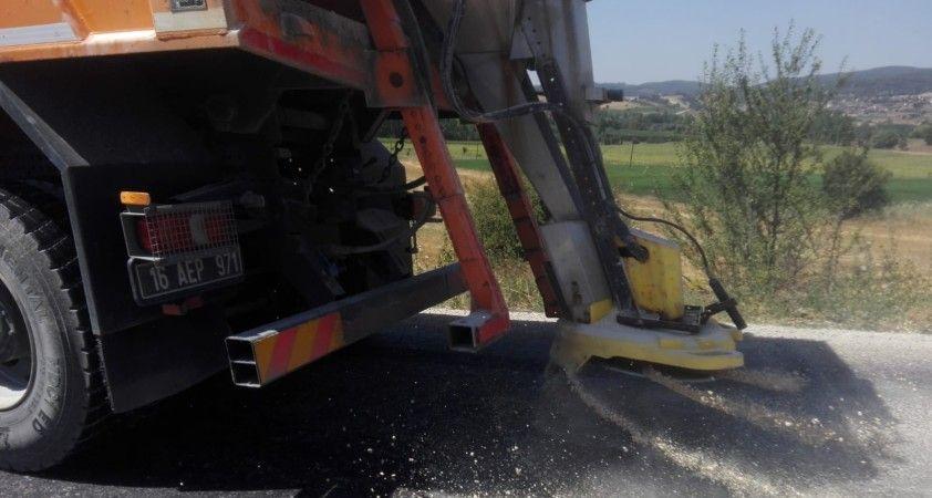 Sıcaklardan asfalt eridi