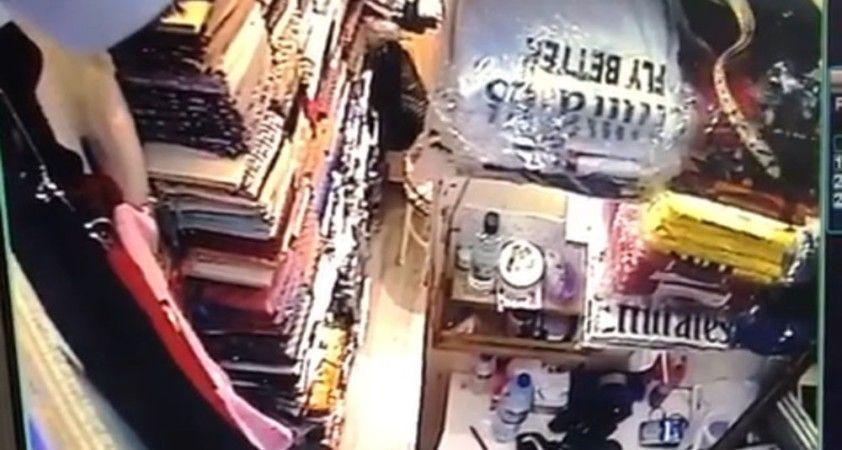 Tarihi Kapalıçarşı'da yılan paniği kamerada