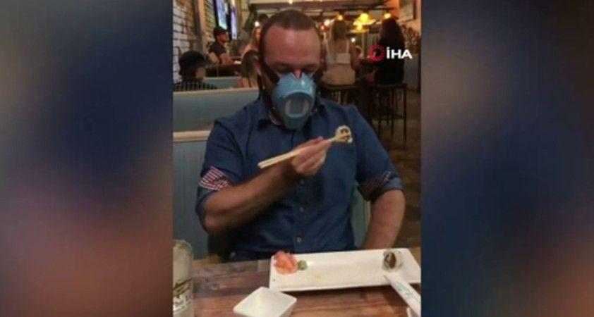 Bu maskeyi takarken aynı anda yemek yiyebilirsiniz