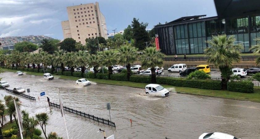 Samsun'da sağanak sonrası şehir göle döndü!