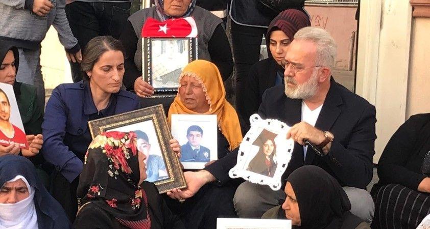 HDP önündeki anneler zafere yürüyor