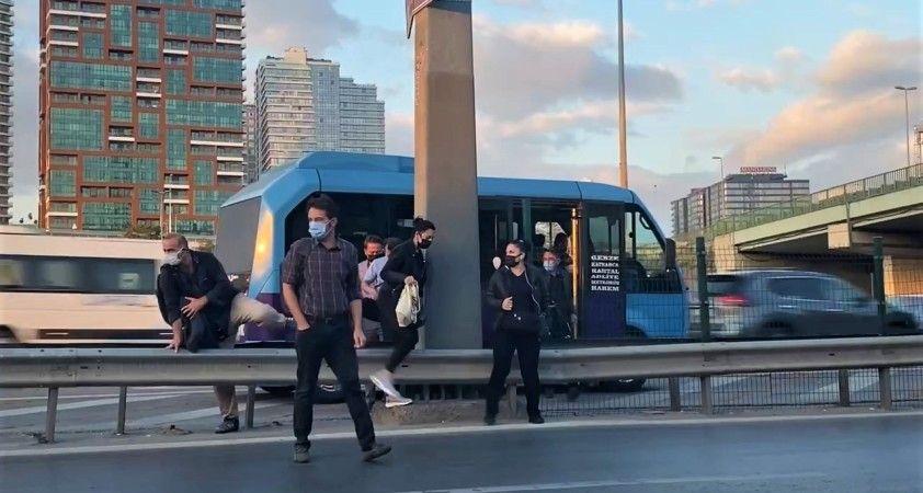 Kadıköy'de minibüsçülerin 'ölüm durağı' tehlike saçıyor