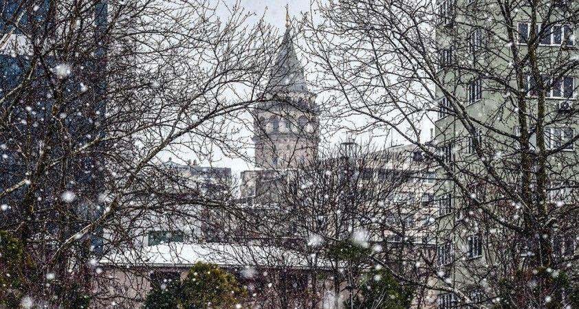 İstanbul beyaza büründü, kartpostallık manzaralar oluştu