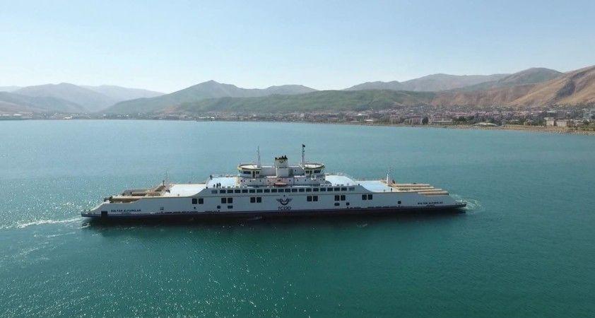 Türkiye'nin en büyük iki feribotu 2020'de 500 bin ton yük taşıdı