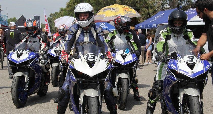 İzmir'de kadın motosikletçiler piste çıktılar, mest ettiler