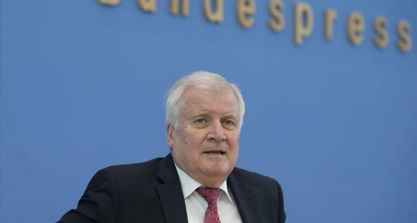 Almanya İçişleri Bakanı Seehofer: En büyük tehdit aşırı sağdan geliyor