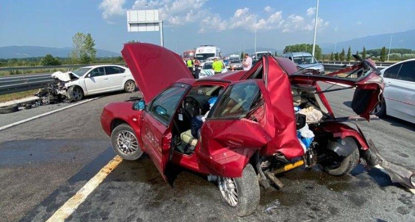 Kuzey Marmara Otoyolu'nda iki araç çarpıştı: 1 ağır, 4 yaralı
