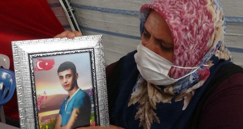 """Evlat nöbetindeki Güzide Demir: """"Oğlum kaçmak isterken PKK'lılar onu yakalayıp yaktı"""""""