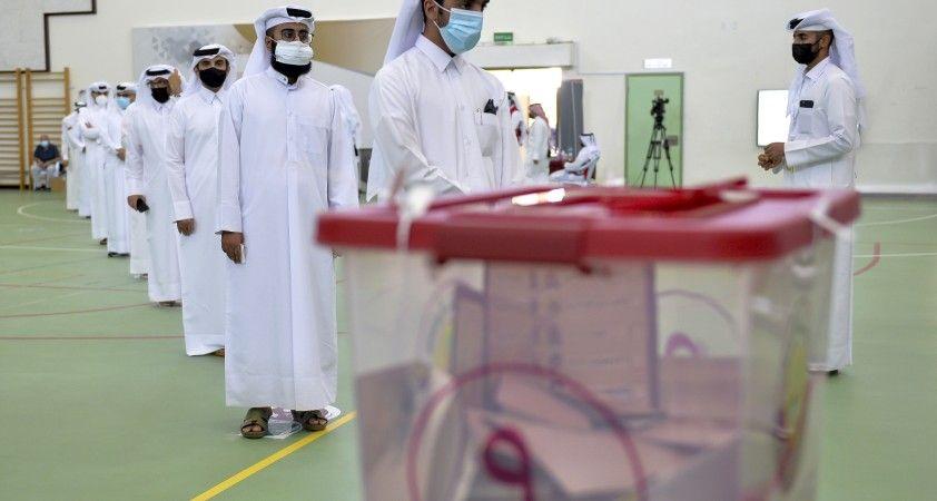 Katar'da ilk kez yapılan Şura Meclisi seçimlerine katılım oranı yüzde 44