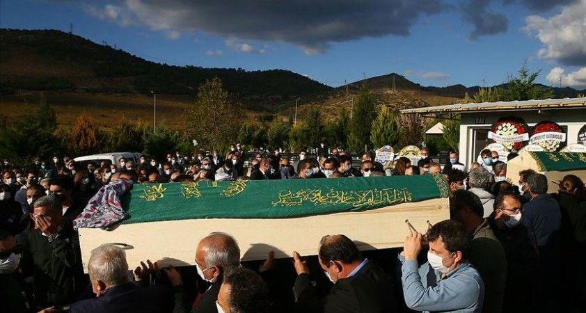 İzmir'deki depremde hayatını kaybedenler son yolculuklarına uğurlanıyor