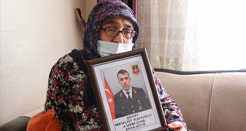 Şehit Mevlüt Kahveci'nin annesi: Cumhurbaşkanı beni aradı, bana başsağlığı diledi. Onlar neden aramadı?