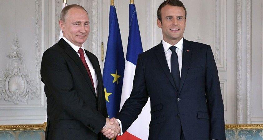 Kremlin: Putin, Macron'un dikkatini Kiev'in Donbass'taki eylemlerine çekti