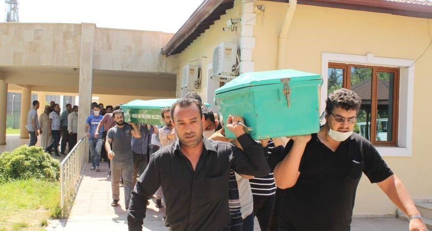 Boğularak ölen baba ve 2 çocuğu toprağa verildi