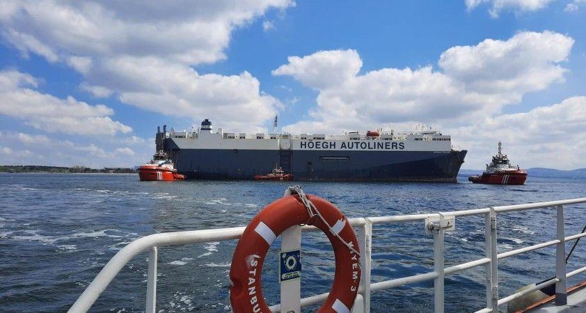 Tuzla'da karaya oturan gemi yüzdürüldü