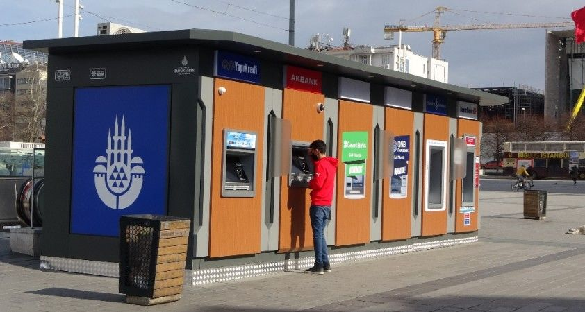 İBB'nin tarihi Taksim Meydanına koyduğu ATM'ler büyük tepki çekti