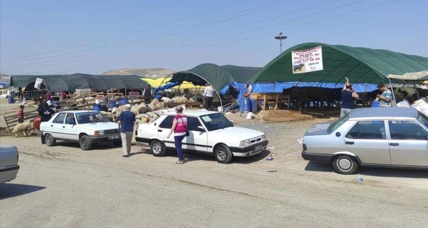 Başkentteki hayvan pazarlarında bayramın ikinci gününde de kurban satışları sürüyor