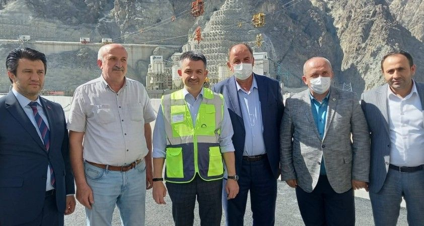 """Bakan Pakdemirli: """"Nadide bir baraj, çok büyük bir yapıt, çok büyük eser"""""""