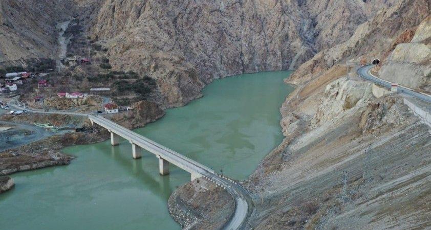 Artvin'de baraj inşaatları ile birlikte ulaşım ağıda yenileniyor