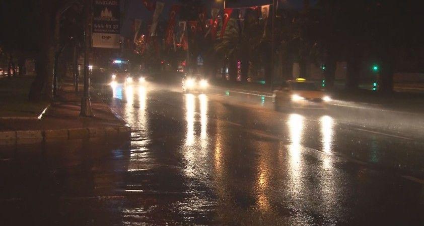 Sarı Alarm verilen İstanbul'da yağmur gece boyunca etkili oldu