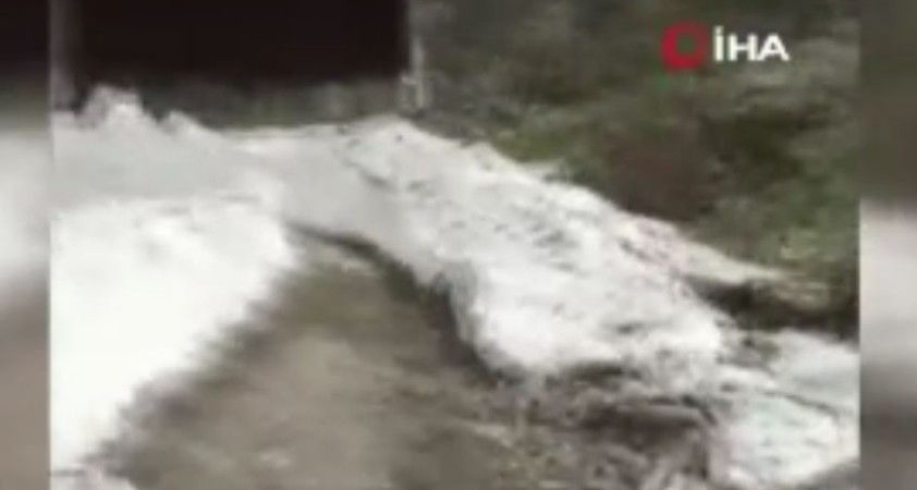 Kar kalınlığının 4 metreyi bulduğu yayla yolu açıldı
