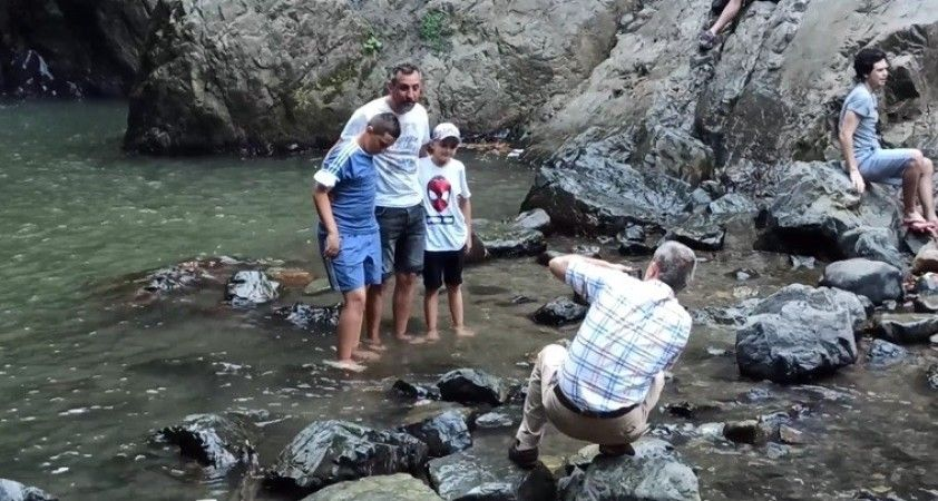 Binlerce kilometreden ayaklarını bu suya sokmak için geliyorlar